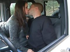 Kandi Milan gives head & gets her cunt drilled in a car