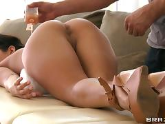 Oiled-up porn star with an awesome body getting her pussy licked