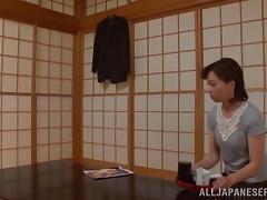 Kumi Kanzaki shows off her impressive handjob skills