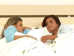 Fisting Lesbo Nella & Klara