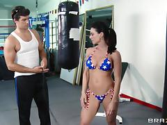 Super sporty babe in a sexy bikini fucks her trainer in the gym