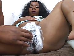 Ebony shaves her pussy and then uses it