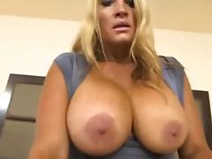 GILF HUGE NATURAL BOUNCING BOOBS
