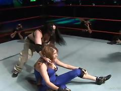 Palpitating sports women getting into alluring wrestling in reality shoot
