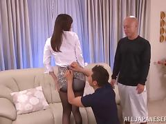 Double dildo penetration for a luscious Asian cougar