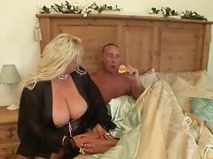 Big booty mature bitch sucks and fucks with an older dude