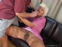 Horny granny gets her hairy pussy slammed in spicy mature action
