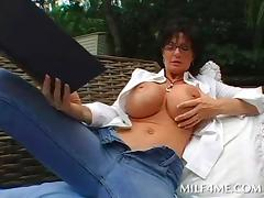 Voluptuous mom rubs herself in shower outdoor and gives BJ