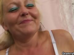 Blonde old mature gets her hairy pussy slammed