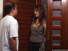 Lonely Japanese housewife seduces a delivery guy & makes him cum