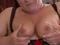 Fat mature chick distracts him from porn with her big body