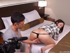 Guys pick up a Japanese girl on the street and shoot a porn