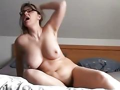 Homemade masterbation vid shows me fuck a toy