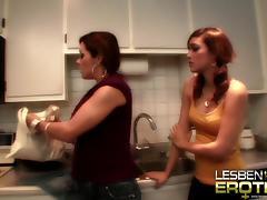 2 Jungluder reiben ihre Pussys