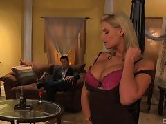 Guy pops Phoenix Marie right in her tight asshole and makes her cum