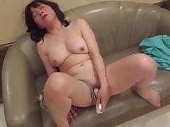 Amatuer Japanese Mature masturbates then sucks