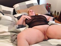 Big boobs lady fingering herself