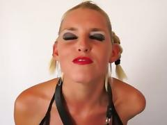 Amazing Deepthroating Blonde