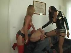 Threesome with sexy shemale