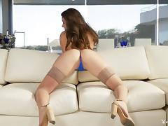 Scarlett Rose peels off her tiny thong and teases her pussy