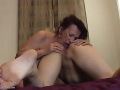 Nice tits on this mature chick eating out a college girl