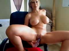 Hot MILF Dildos Her PUssy On Her Webcam!