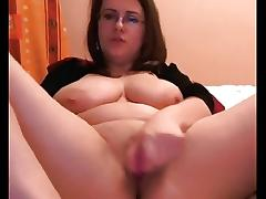 I get wild rubbing my fat cunt in the solo amateur porn