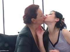 Hot college chick and an old lesbian eating pussy and ass