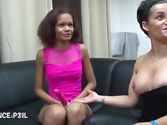 Petite metisse black se fait demonter pour son casting porno