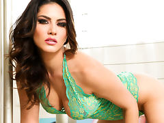 Sunny Leone in Lusty Dream In Green Lingerie Video