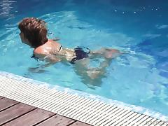 Making out with a sexy granny in the pool before fucking her