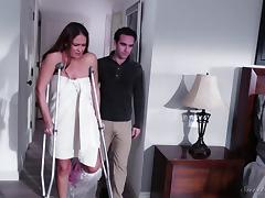 Milf with a broken leg can still fuck like a nymph