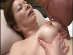 Japanese mature housewife does an old man and a young dude porn video
