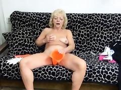 Wrinkly Gilf Pleasures Her Muff