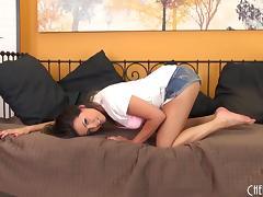 Naughty chick gets kinky on a dildo