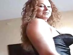 Redhead with super curvy body - milf amateur