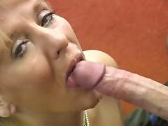 Saggy milf goes anal