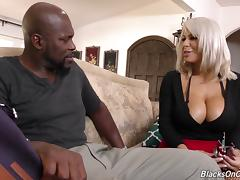 Muscular black guy gives a fine interracial experience to Alyssa Lynn