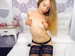 Naughty Amateur Babe Plays her Pussy on Cam