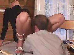 blonde mature squirt fisted on table and blowjob