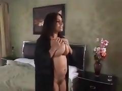 Convince la vicina a scopare con lei e suo marito