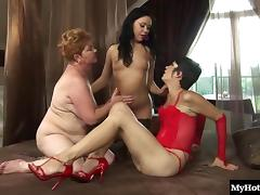 Mature granny lesbian licking juicy pussy superbly