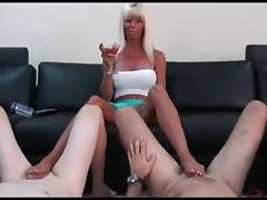 MILF play a footjob game