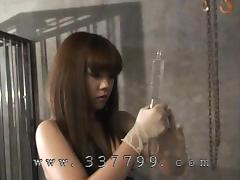 Japanese domina whips the slave's body and drips the hot wax