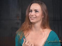 Gorgeous hottie with big naturals Bella Rossi sucks on big poles