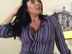 Mature chick spreads her legs for a great masturbation with her man