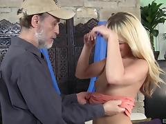 Old guy attacks a pretty blonde for a great shagging game