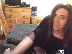 Crossdresser wanks in tights