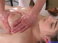babe sucks off the masseur after a rubdown