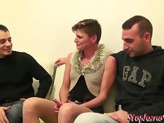 Clara Grimaldi cougar se fait bien baiser par 2 mecs